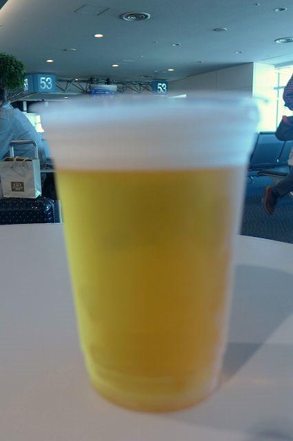 空港で、出発前にまずはビール 第1シーサイドカフェ@羽田空港