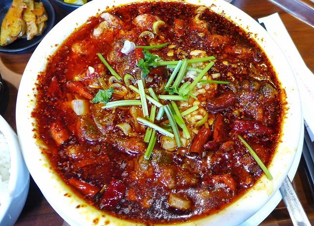 旨くて辛い油まみれの水煮肉片、また食べたくて 川府@西新橋